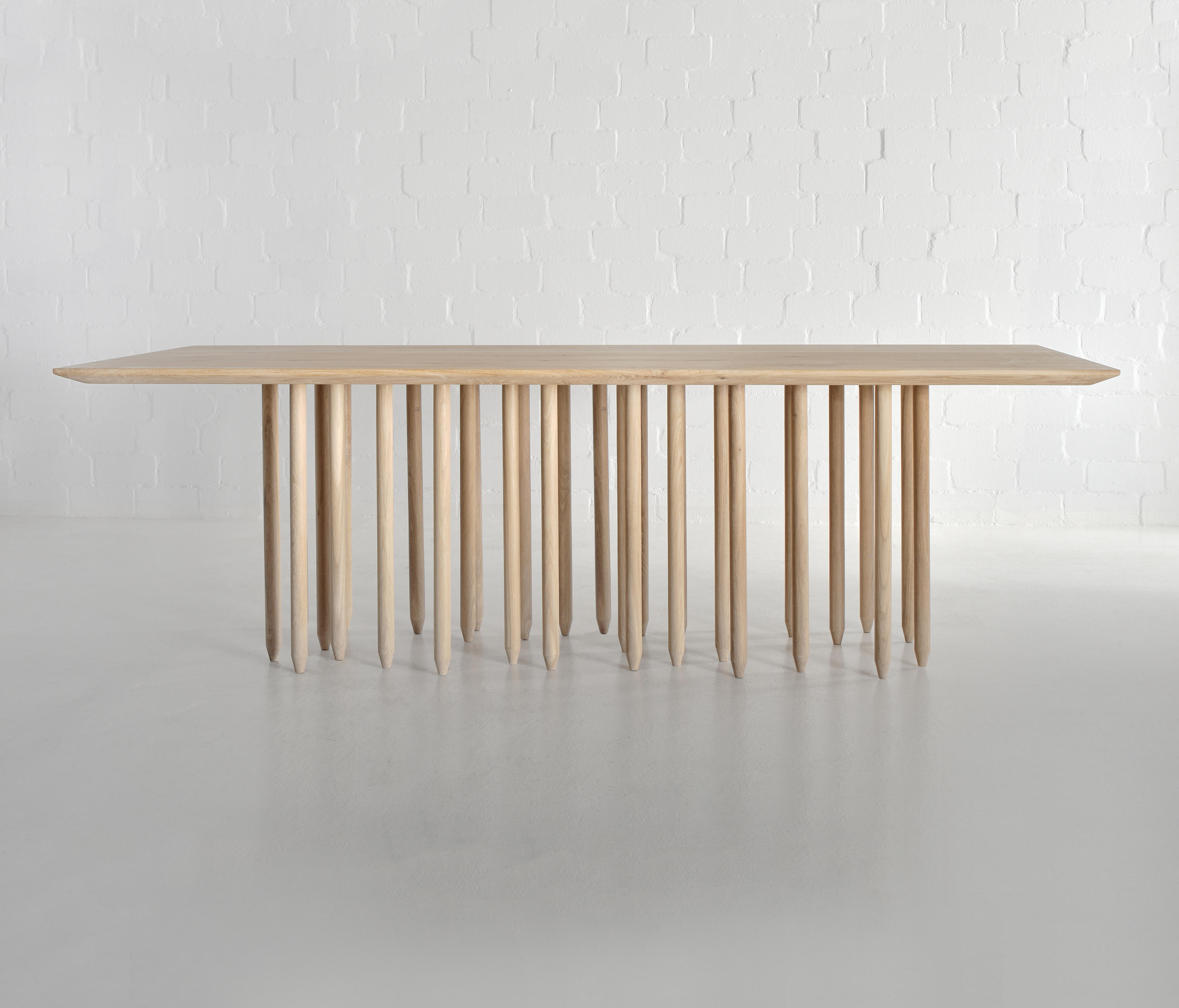 Stilus table restaurant tables from vitamin design for Vitamin design tisch living