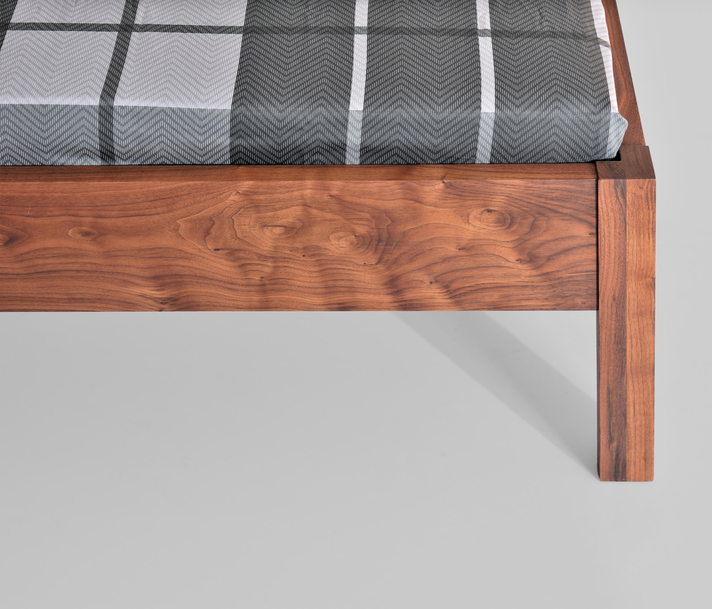 fantastisch bettrahmen h he vom boden zeitgen ssisch. Black Bedroom Furniture Sets. Home Design Ideas