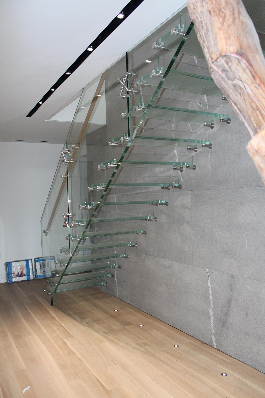 mistral ganzglas glastreppen von siller treppen architonic. Black Bedroom Furniture Sets. Home Design Ideas