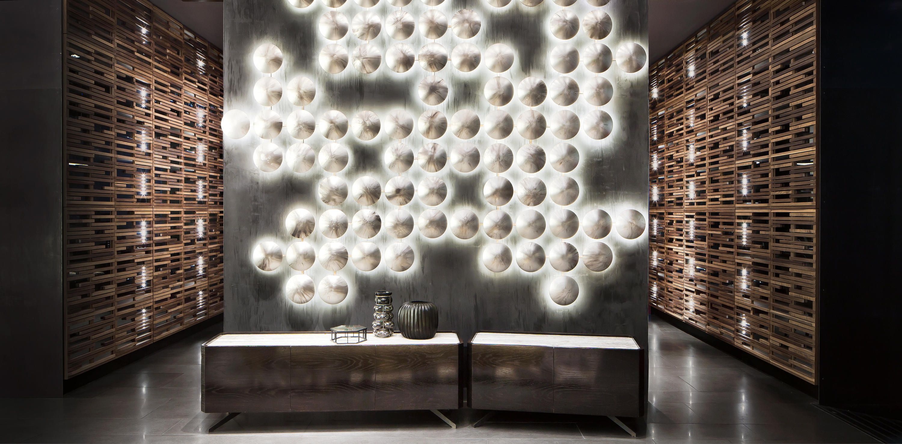 Wall Clips Wall Lights From Henge Architonic