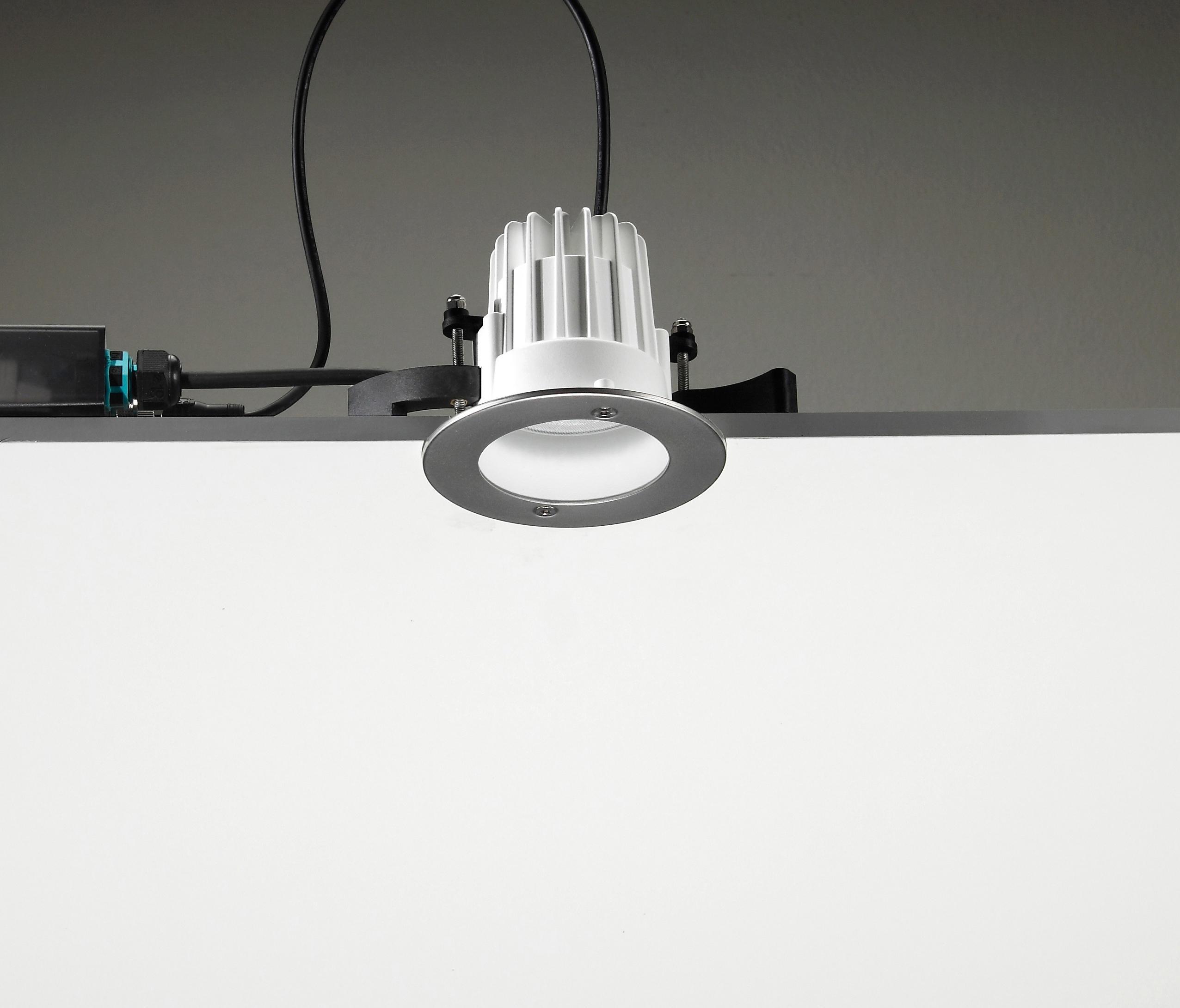 LEILA 105 COB LED / STAINLESS STEEL FRAME - MEDIUM BEAM 20 ...
