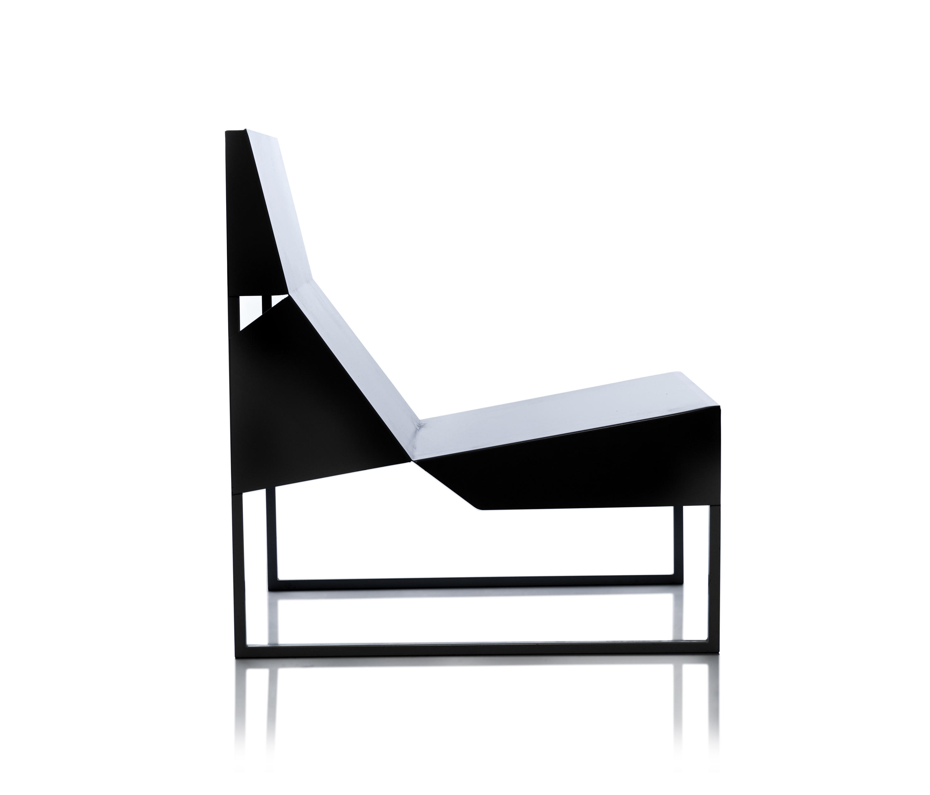 PAPER CHAIR LOUNGE Lounge chairs from Branca Lisboa