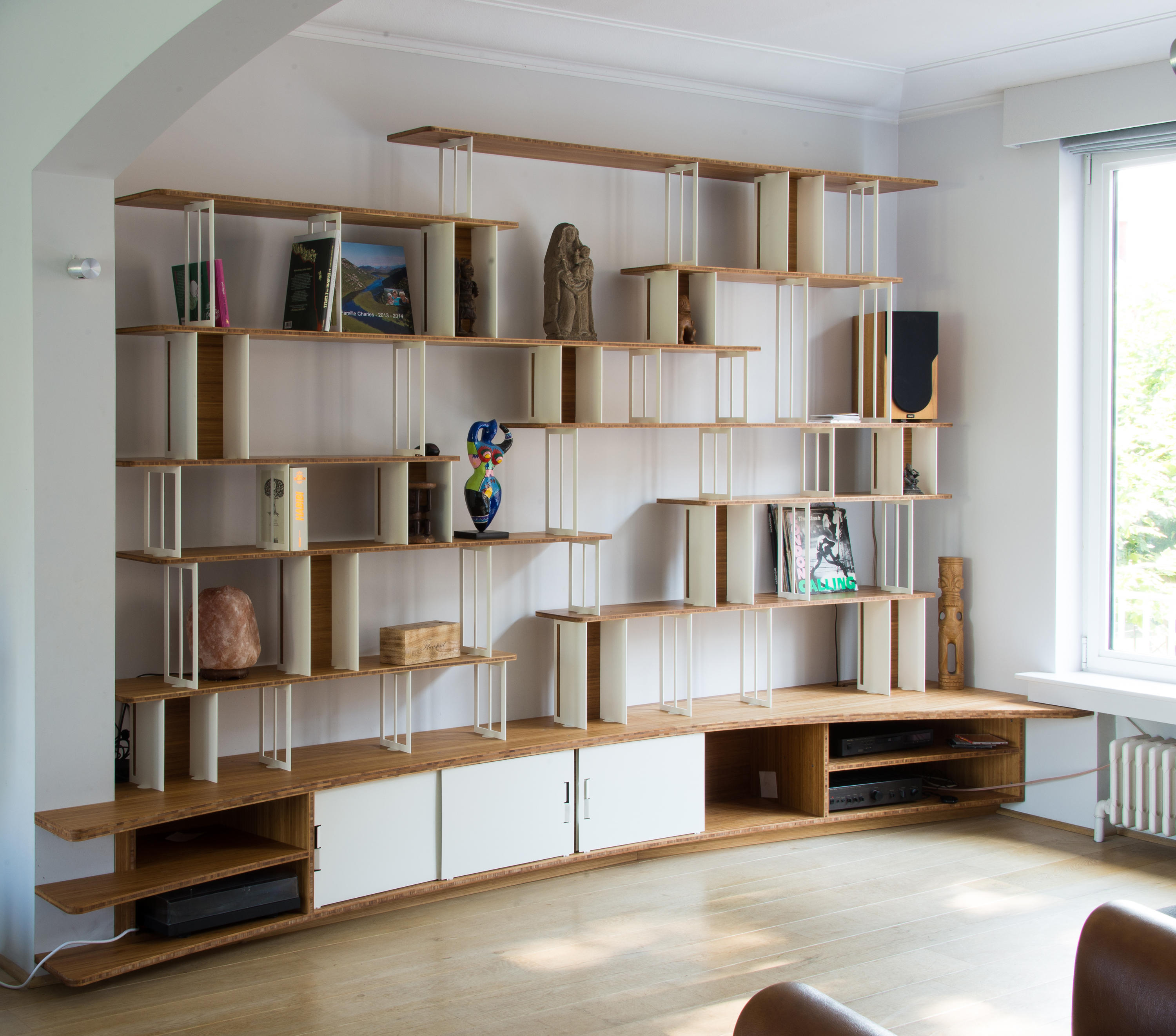curve steel bookshelf office shelving systems from jo a. Black Bedroom Furniture Sets. Home Design Ideas