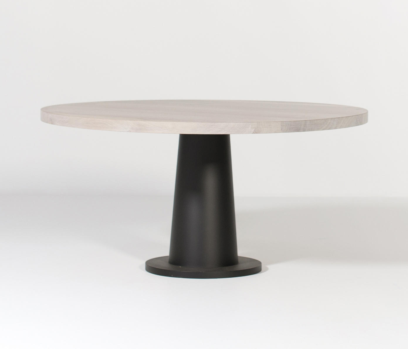 KOPS DINING TABLE ROUND METAL BASE Dining tables from