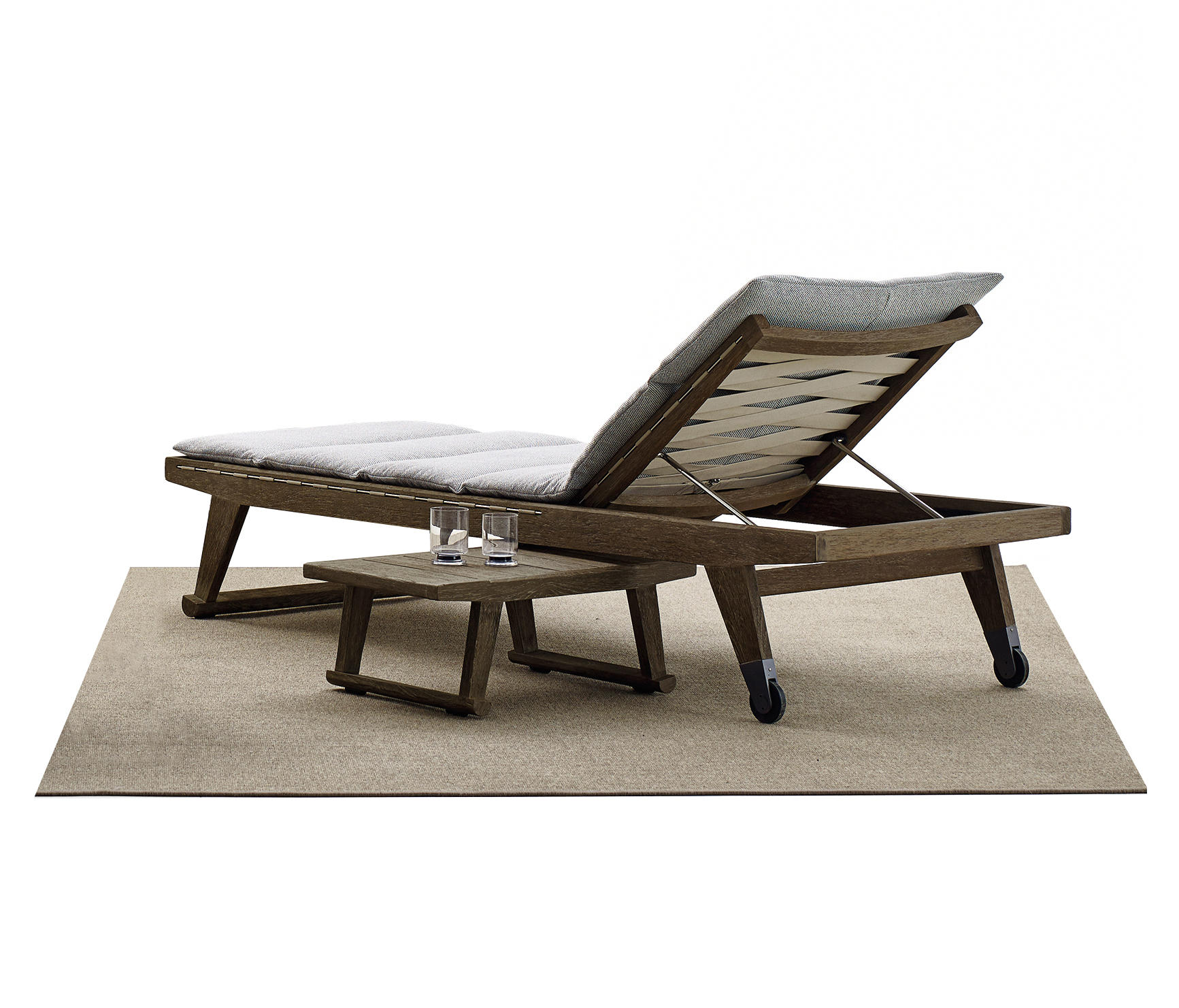 Gio chaise longue sun loungers from b b italia architonic for Chaise longue manufacturers