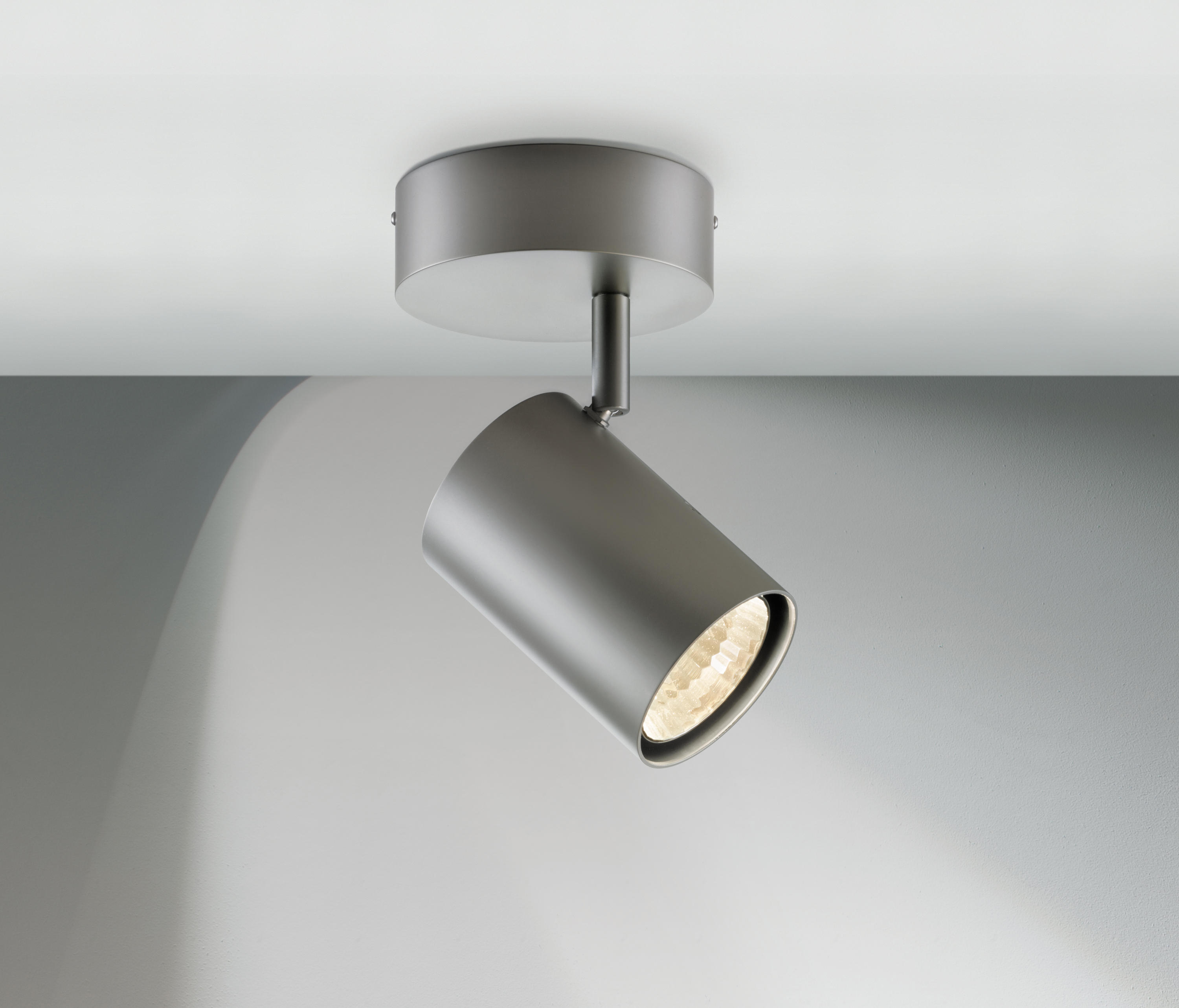 PROFESSIONAL SPOT 1 - Ceiling-mounted spotlights from Licht im Raum ...