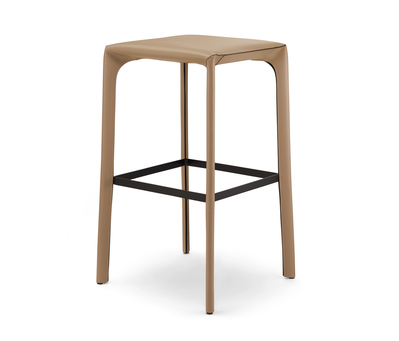 Saddle chair barstool barhocker von walter k architonic for Barhocker usa