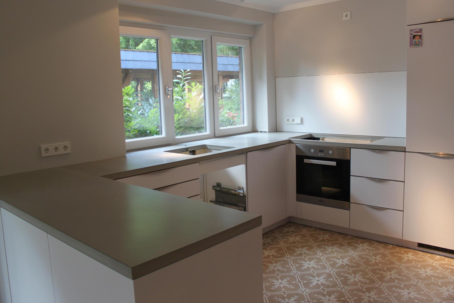betonk che i sichtbeton arbeitsplatte k chenarbeitsfl chen von concrete home design. Black Bedroom Furniture Sets. Home Design Ideas
