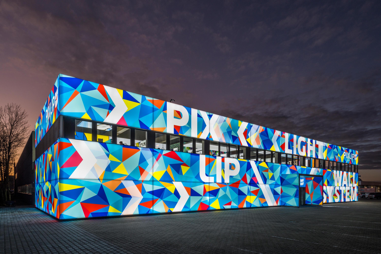 Illuminated Frame Outdoor Facade Systems From Pixlip