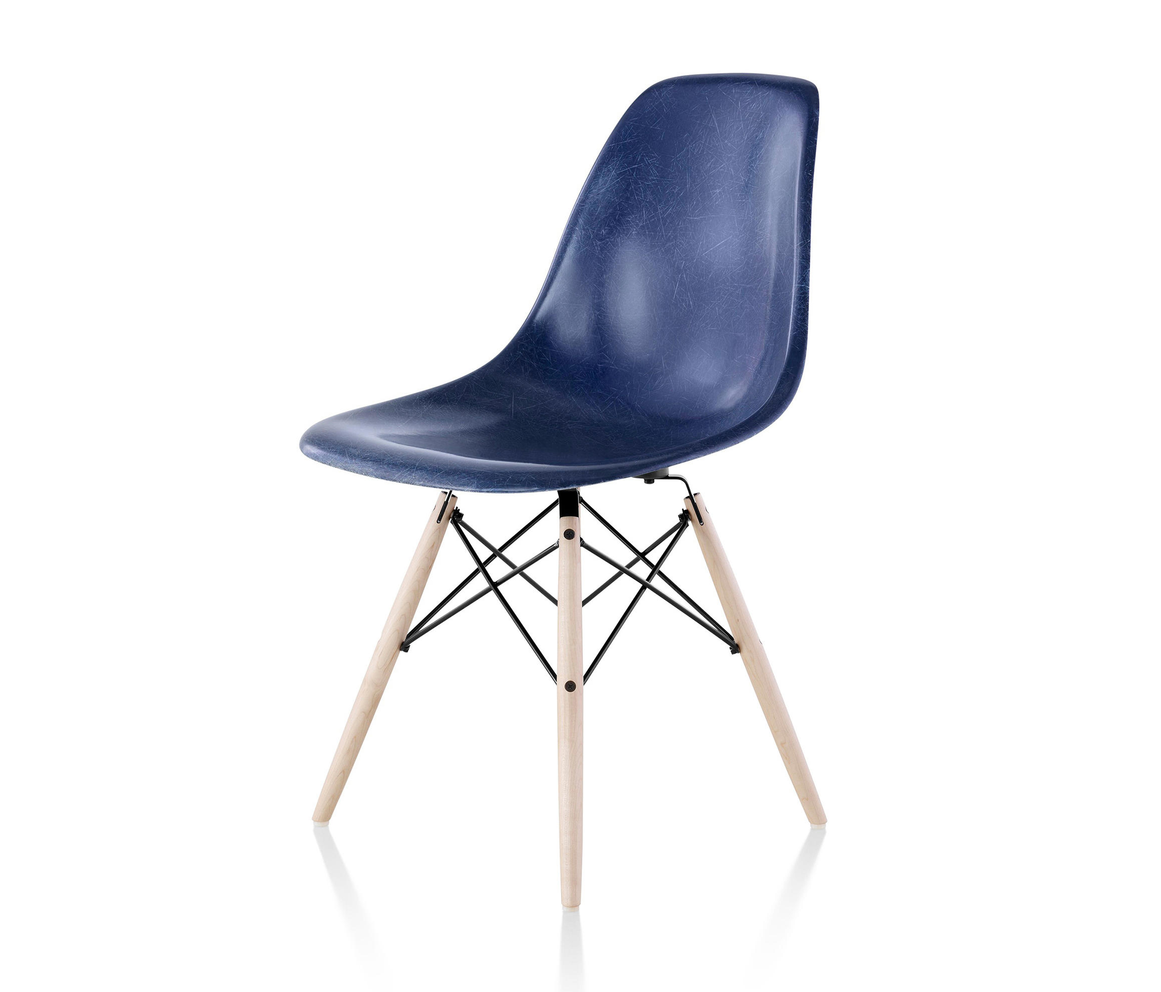 eames molded fiberglass side chair restaurant chairs from herman miller architonic. Black Bedroom Furniture Sets. Home Design Ideas