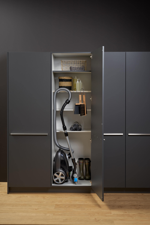 hauswirtschaftsschrank b roschr nke von leicht k chen ag architonic. Black Bedroom Furniture Sets. Home Design Ideas