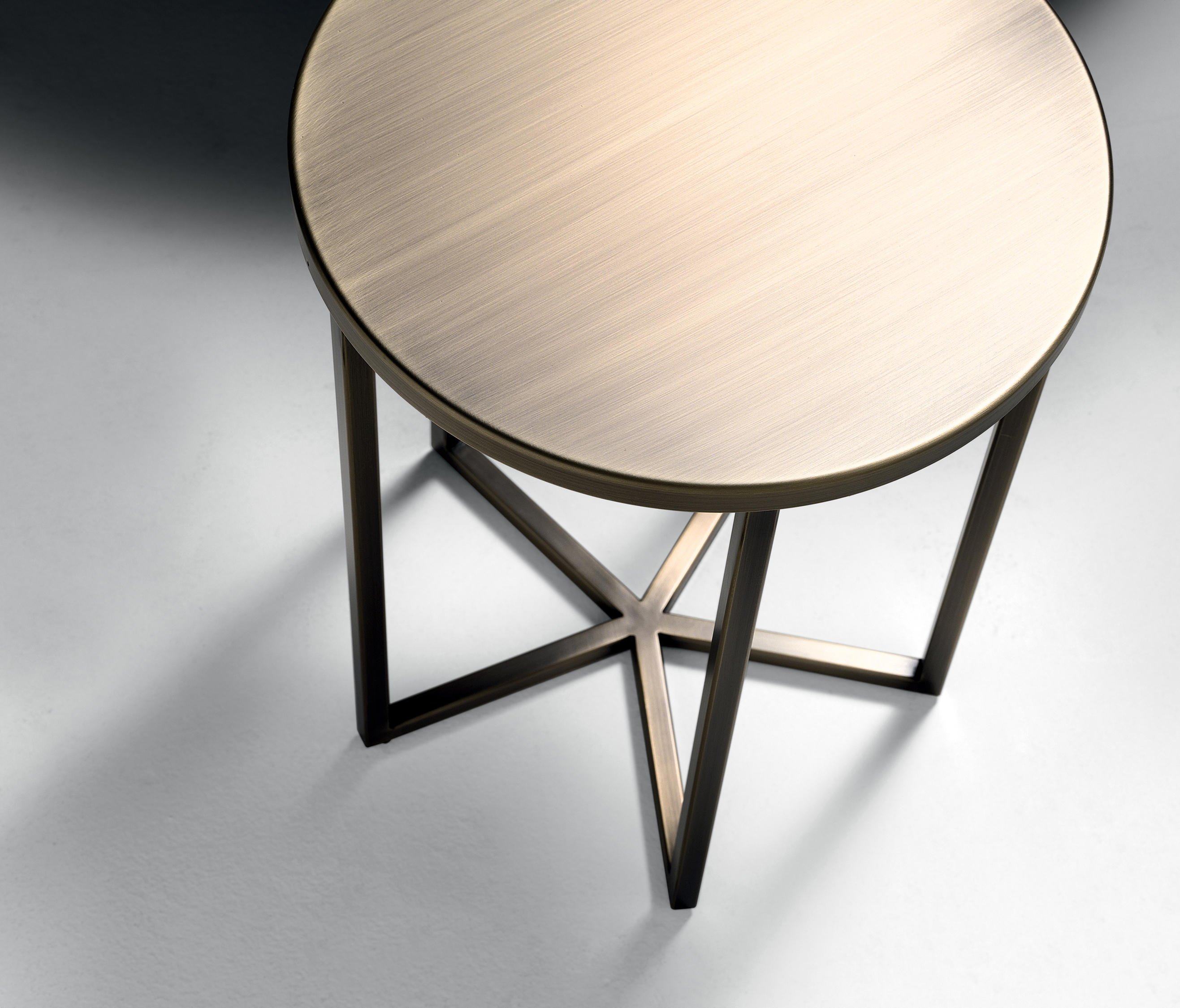 ELLIOT COFFEE TABLE Side tables from black tie