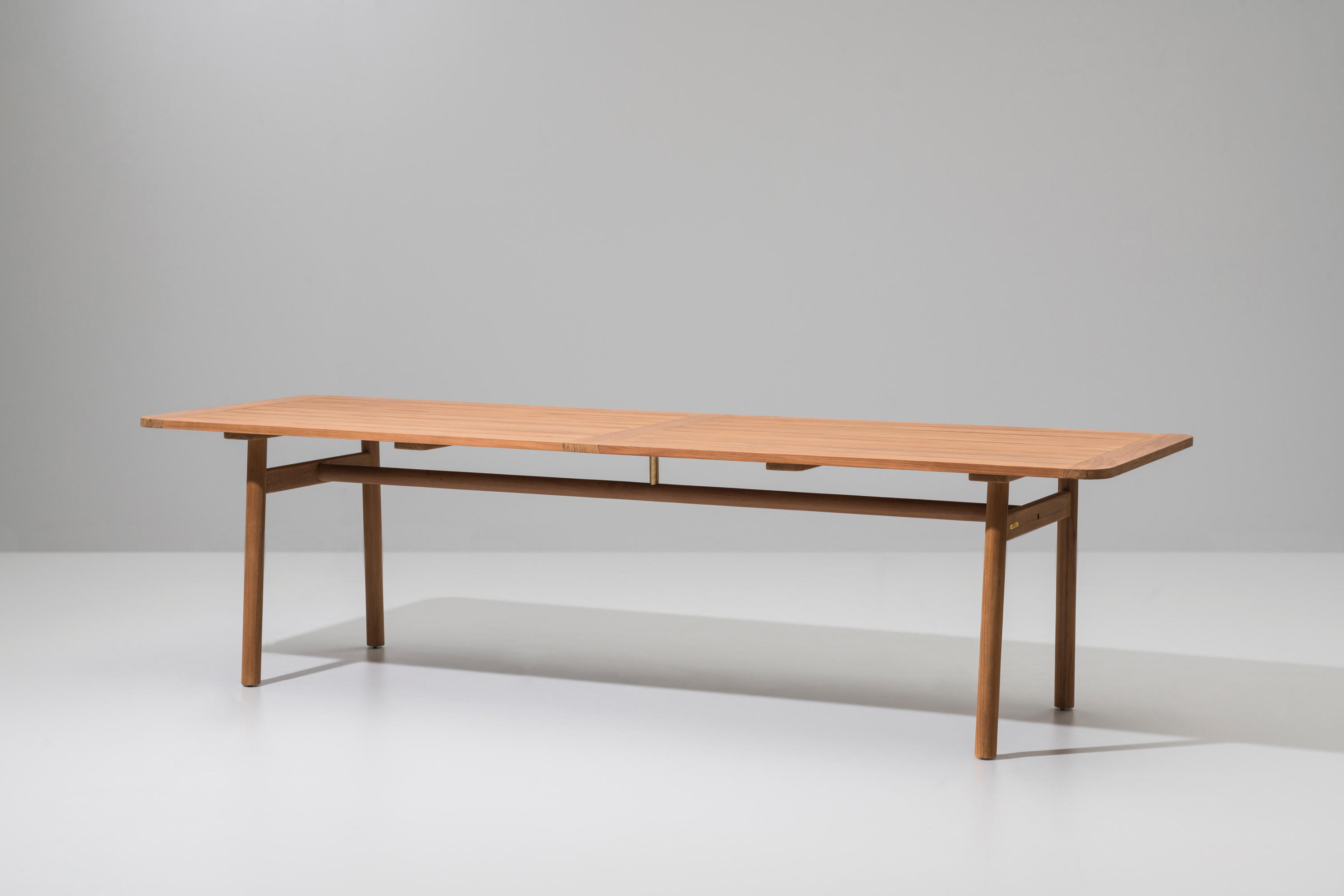 Riva dining table 280x94 dining tables from kettal for Table riva but