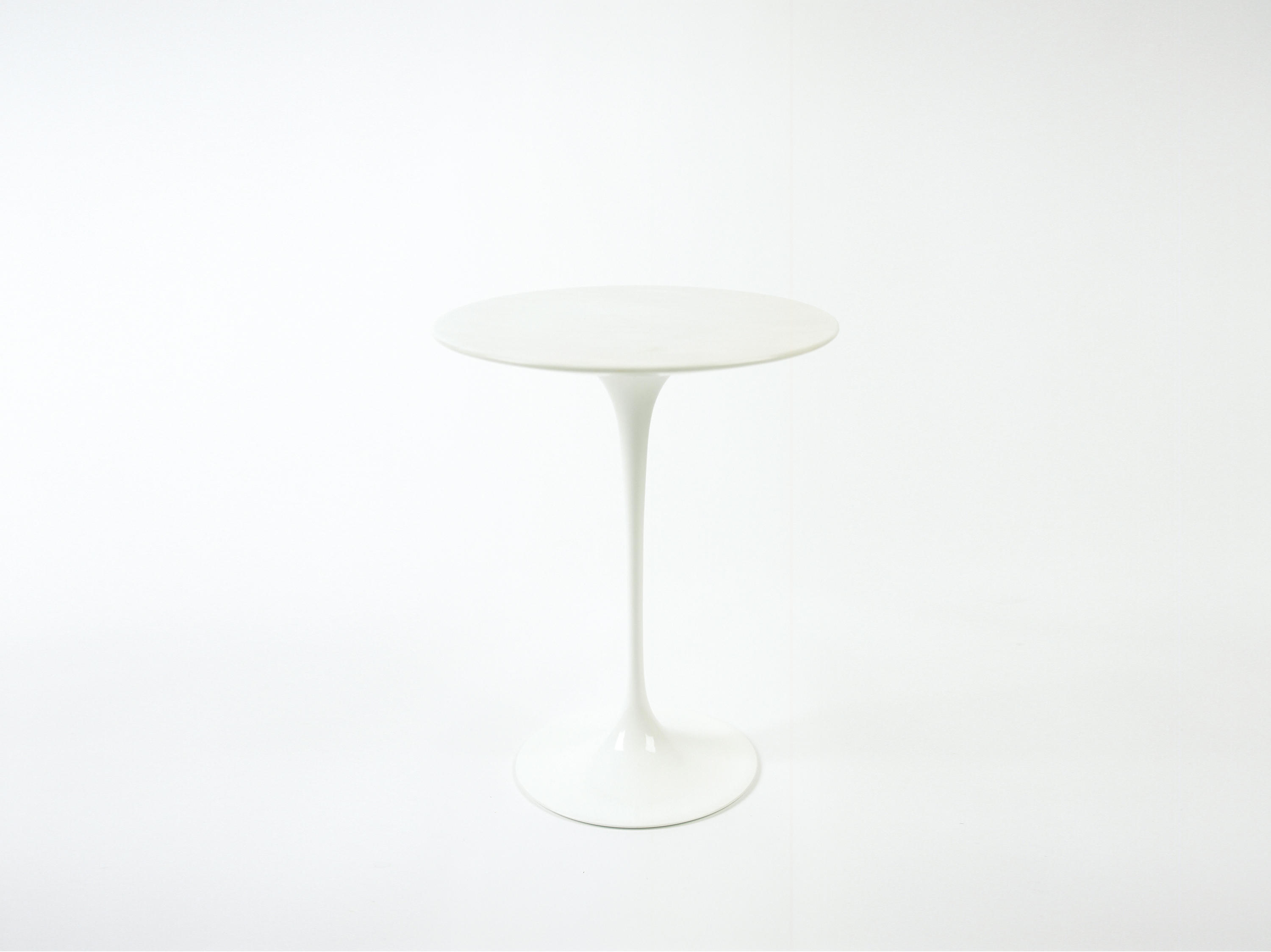 saarinen tulip low table coffee tables from knoll international architonic. Black Bedroom Furniture Sets. Home Design Ideas