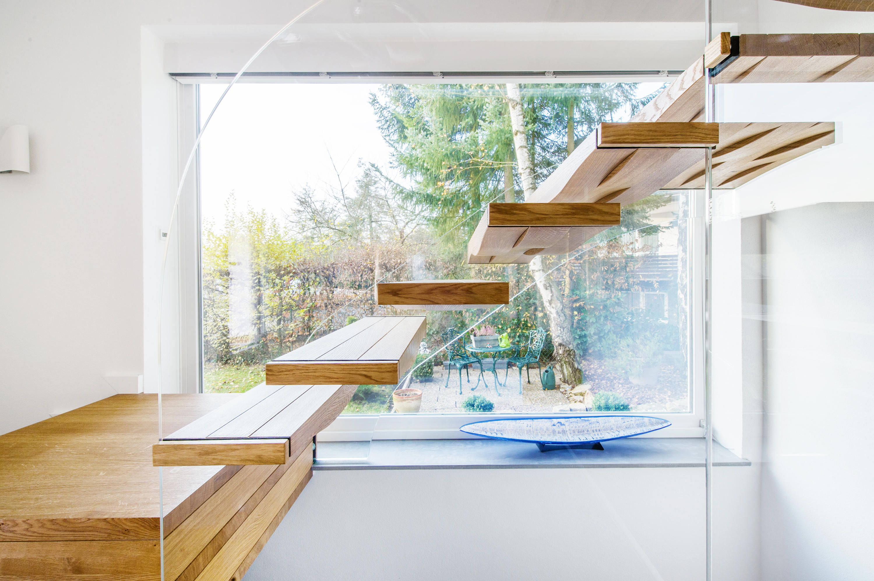 floating waves glass stairs from siller treppen architonic. Black Bedroom Furniture Sets. Home Design Ideas