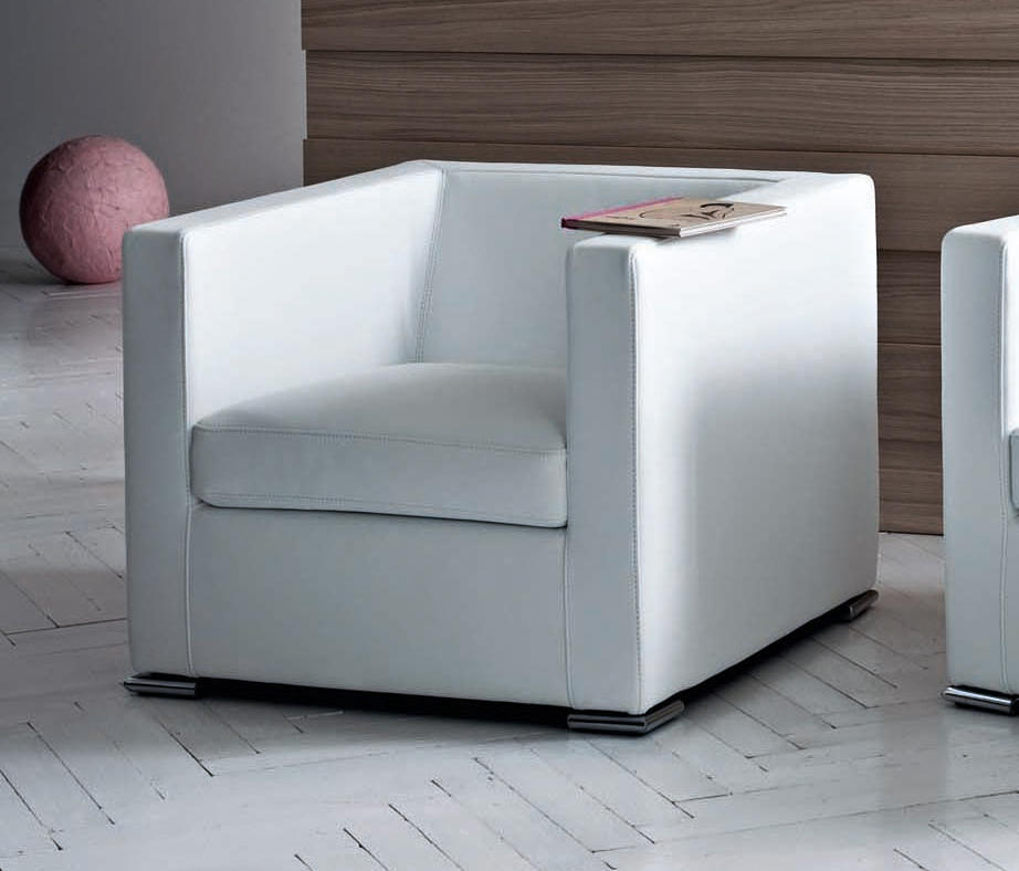Pr t porter armchair lounge chairs from saba italia for Pret a porter
