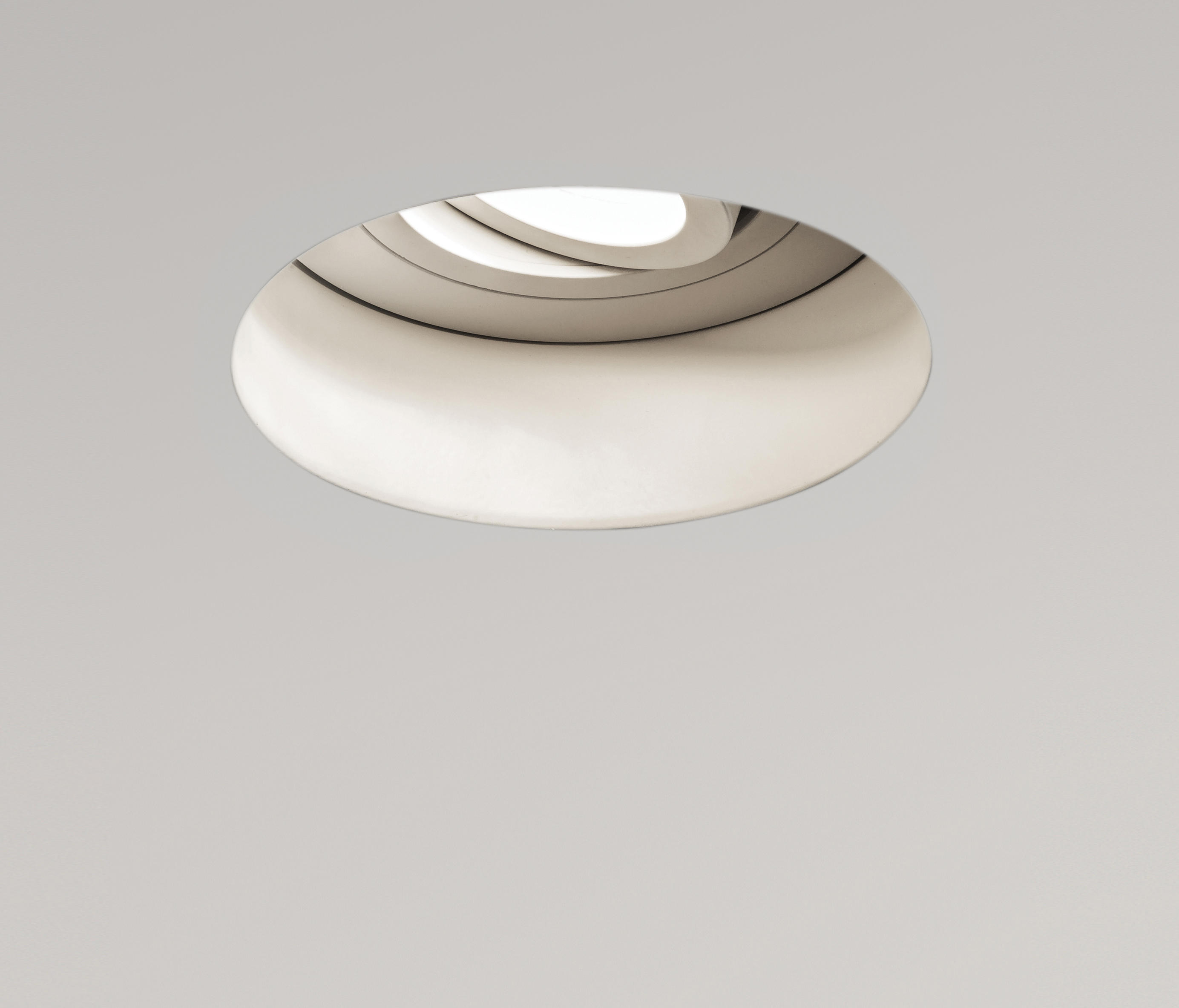 Trimless Adjule Round 230v Fire Rated Recessed Ceiling