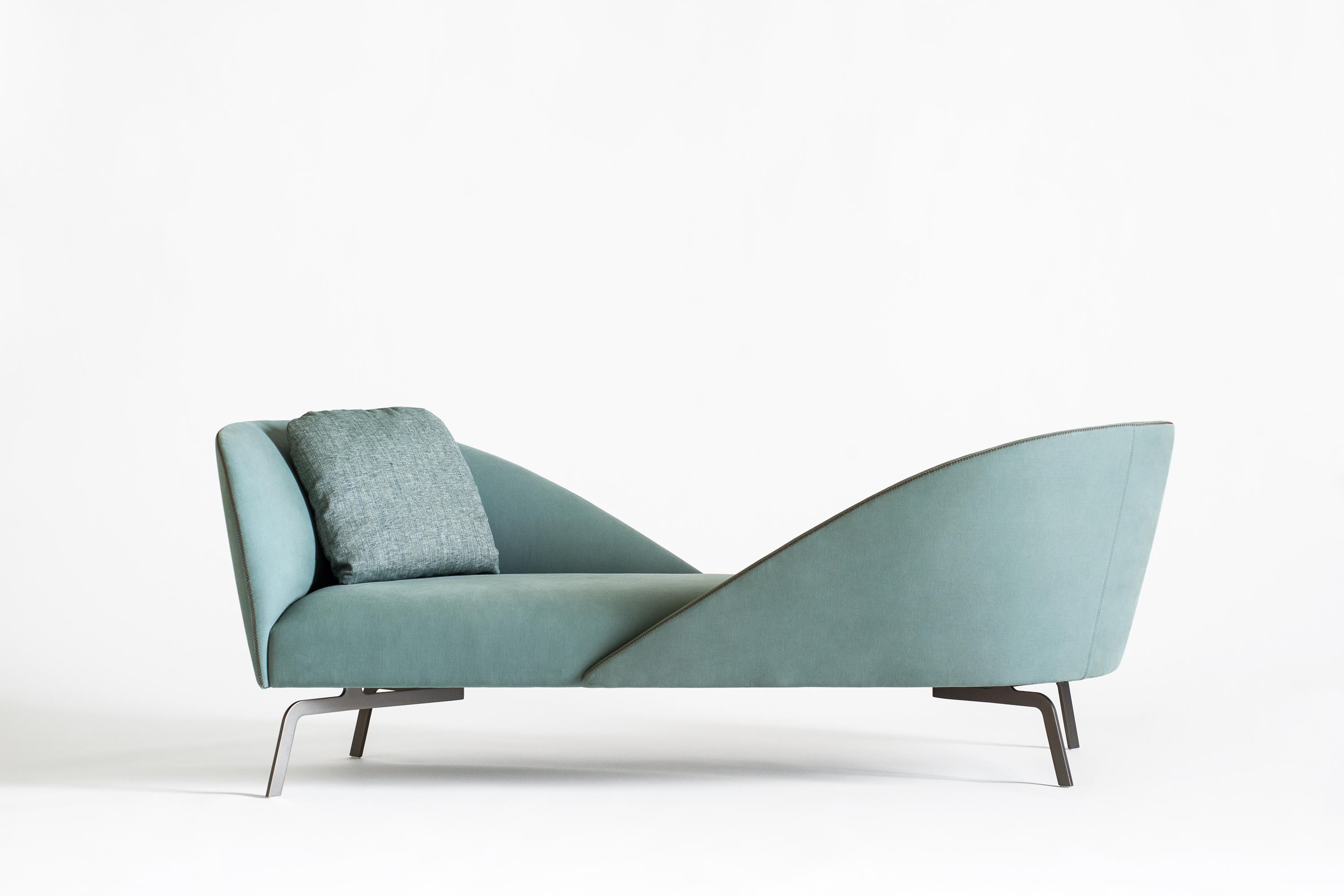 Face to face loungesofas von tacchini italia architonic for 2 canapes face a face