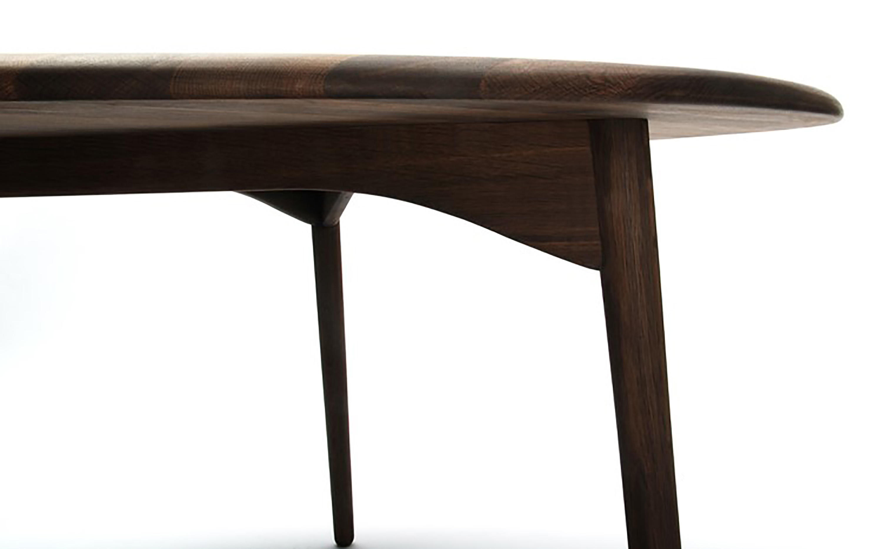 Riverstone dining table walnut restaurant tables from for Table restaurant