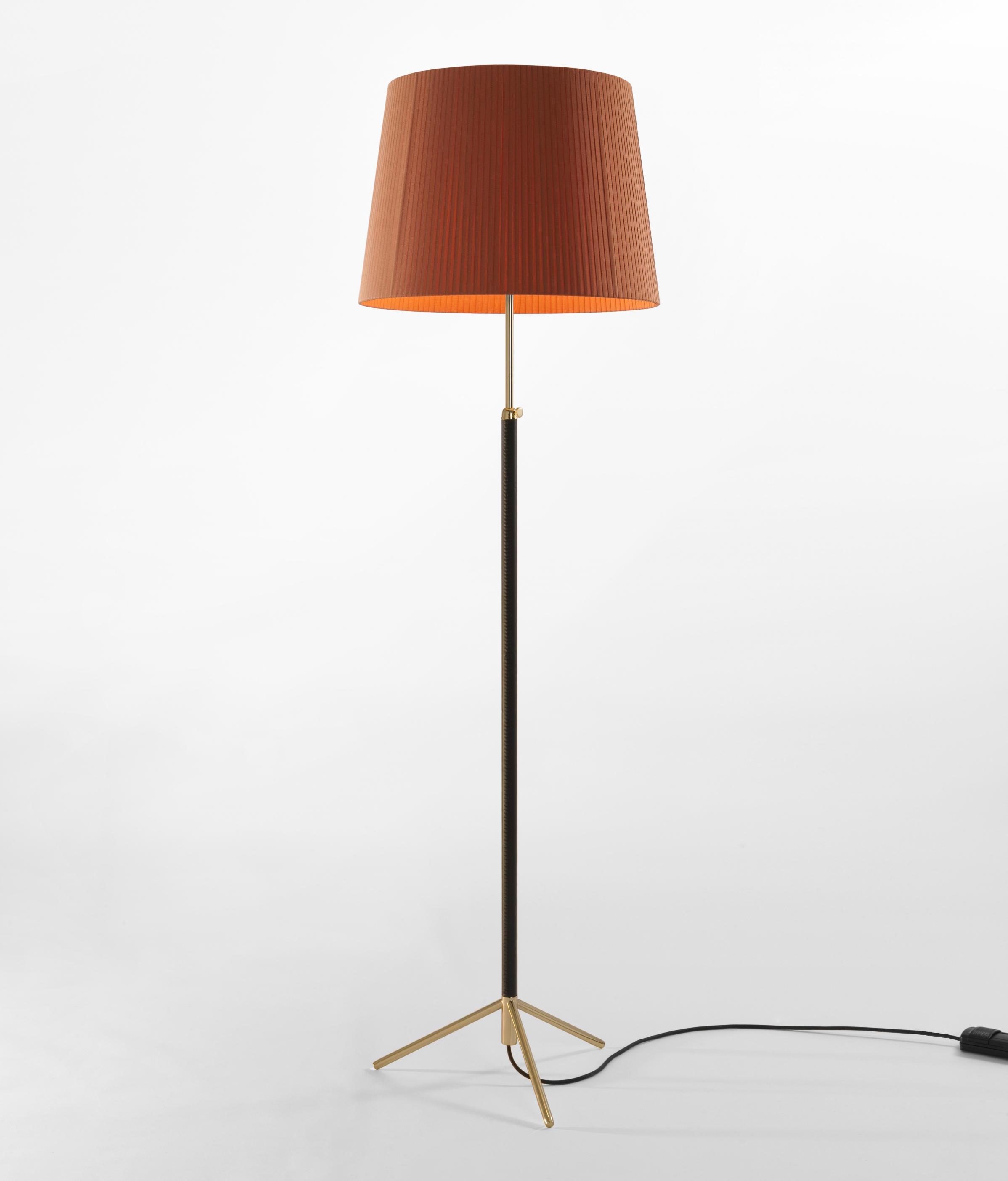 Pie de sal n g1 floor lamp general lighting from - Lamparas pie salon ...