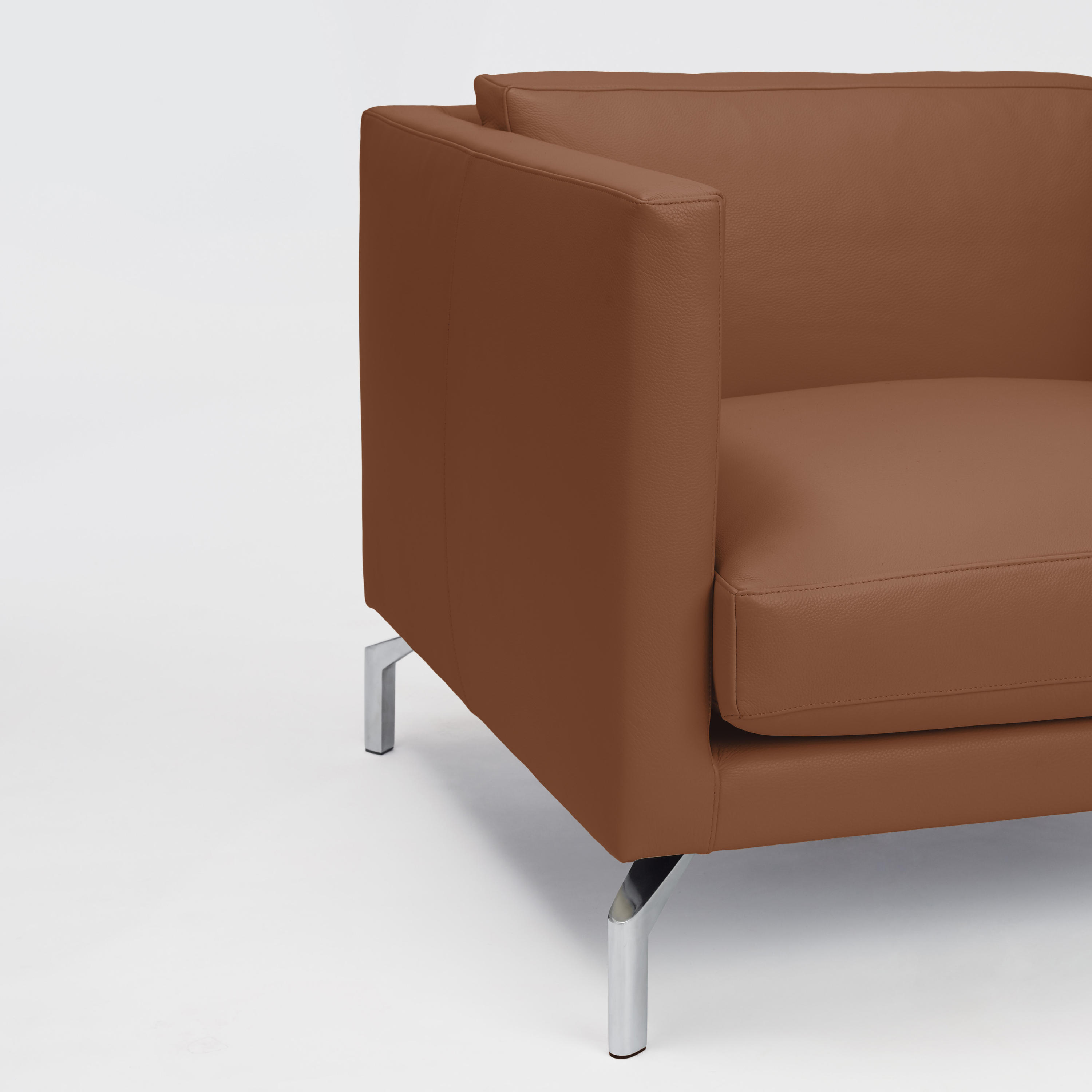 COMOLINO ARMCHAIR IN LEATHER