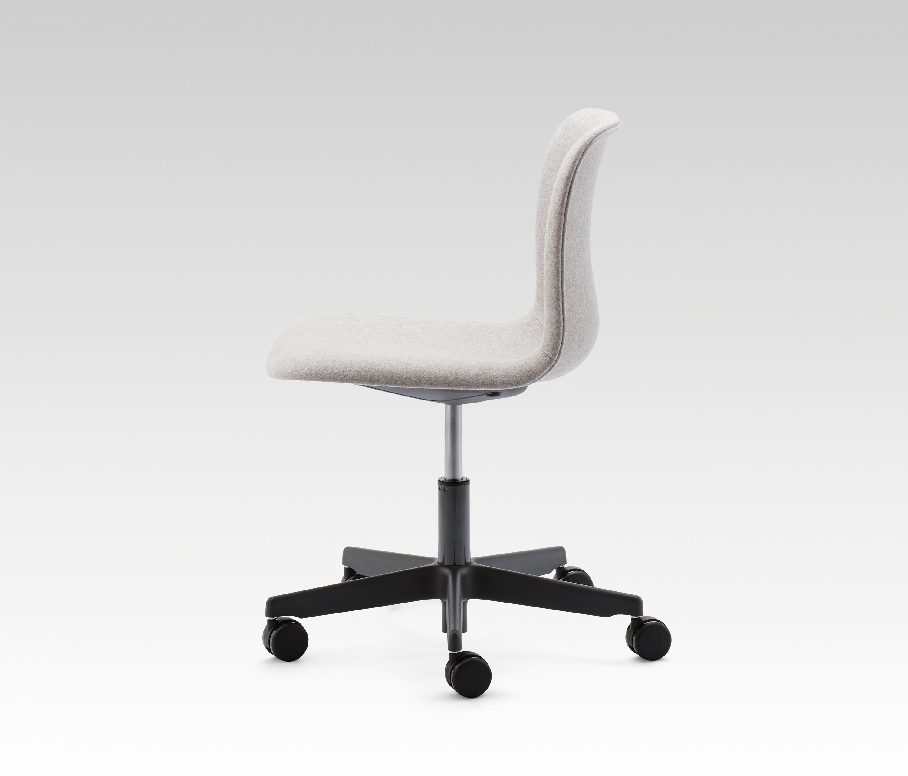 sixe swivel office chairs from howe architonic