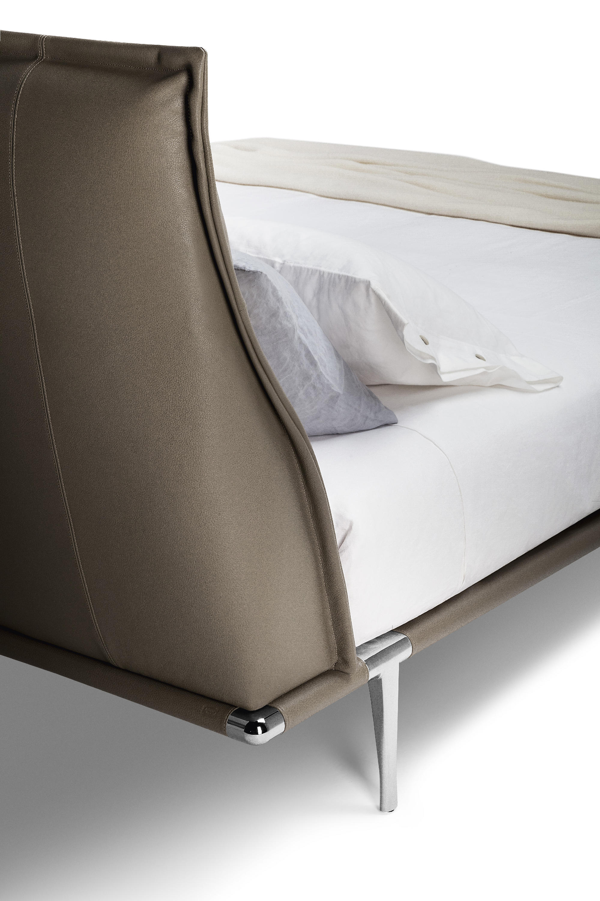 MR MOONLIGHT - Beds from Poltrona Frau | Architonic