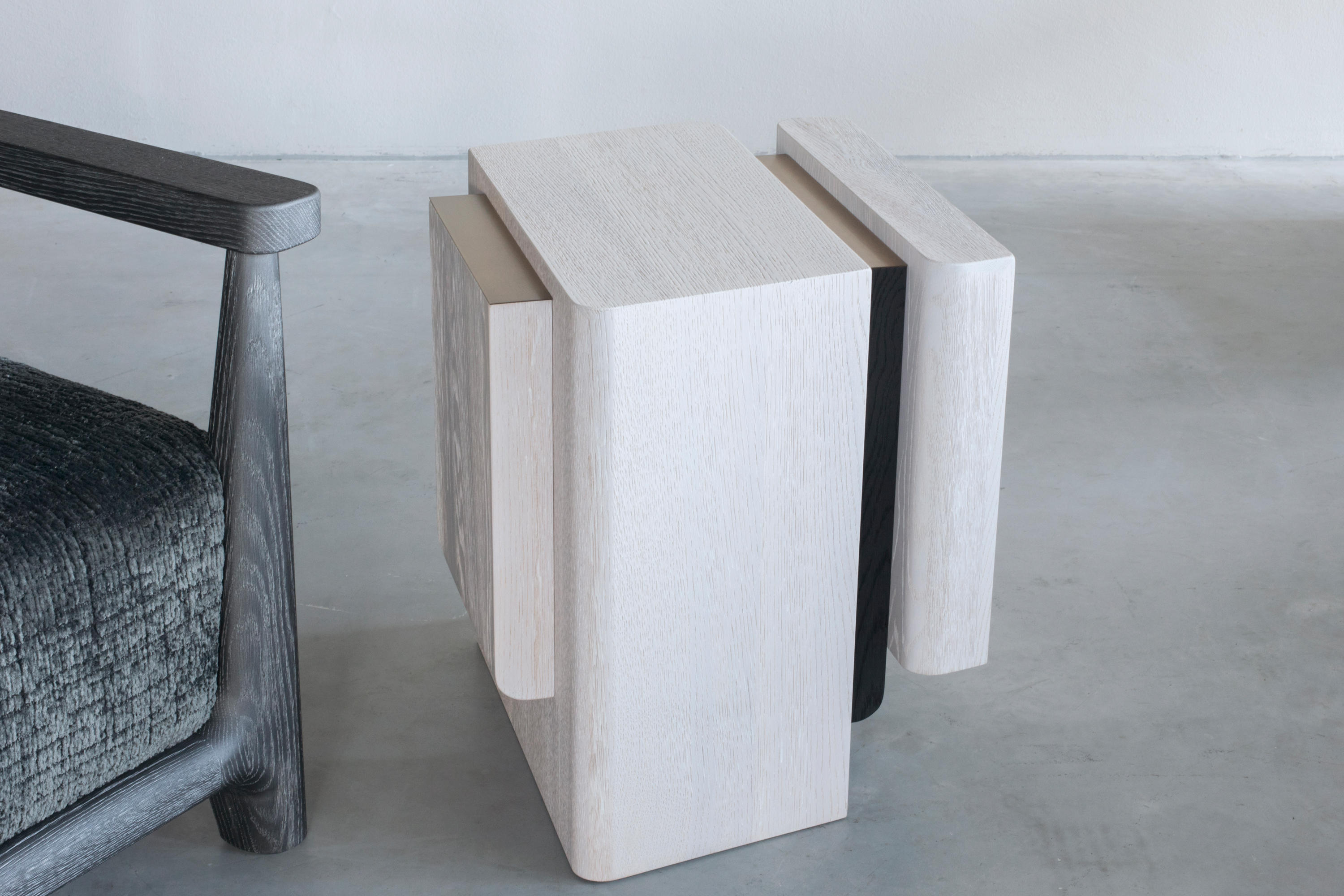 Eiken Sidetable Job.Kitale Side Table Side Tables From Van Rossum Architonic