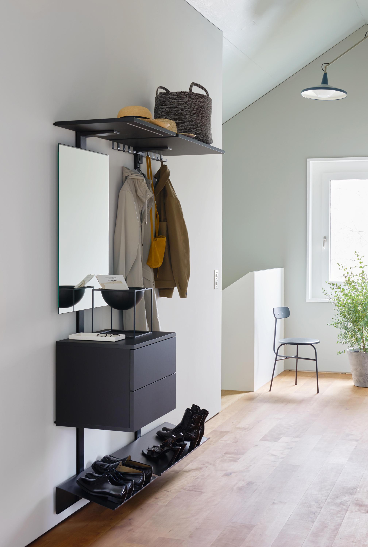 Pecasa hallway shelving from peka system architonic for Garderobe italienisches design