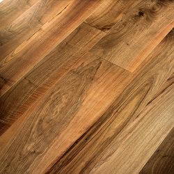 Engineered wood planks floor