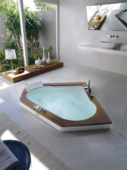 Aura Uno by Jacuzzi®