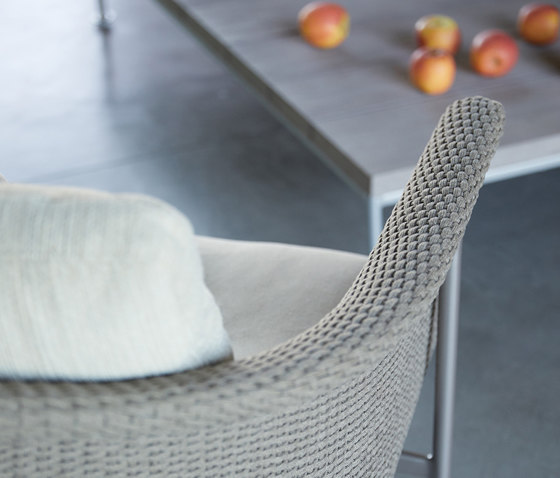 GINA OTTOMAN / COCKTAIL TABLE RECTANGLE 140 by JANUS et Cie