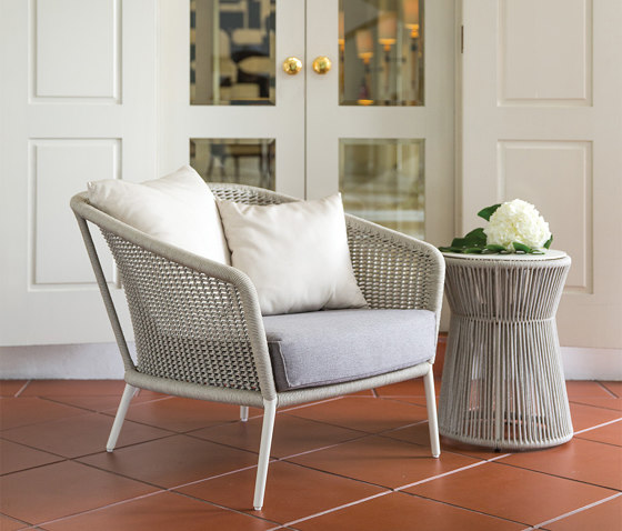 KNOT COUNTER STOOL WITH ARMS by JANUS et Cie
