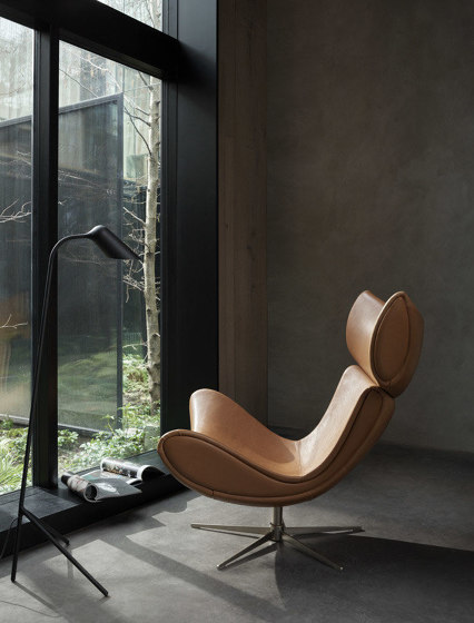 Imola lounge chair L002 with swivel function by BoConcept