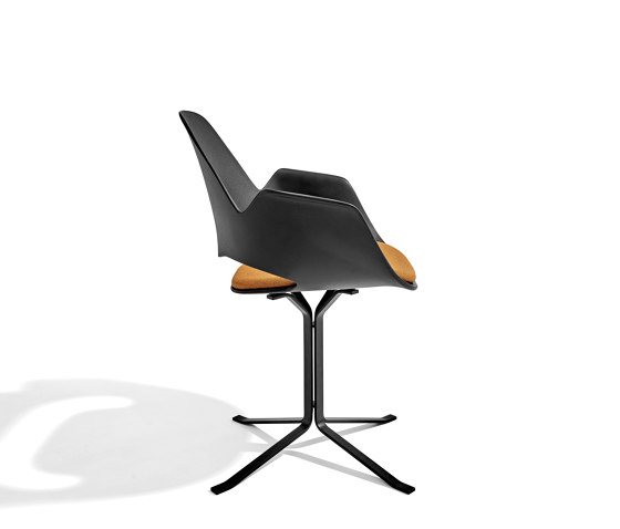 FALK | Dining armchair - Oiled oak legs, Amber seat de HOUE