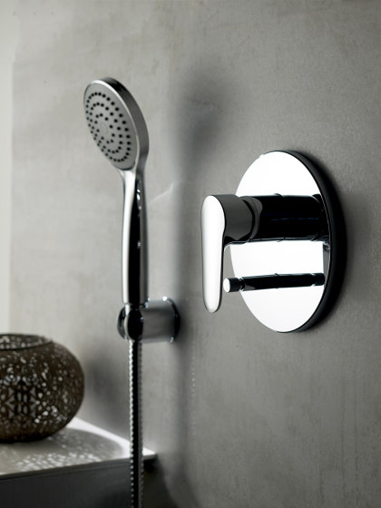 Serie 22 F3849X2 | Single lever bath and shower mixer for concealed installation 2 outlet with shower set by Fima Carlo Frattini