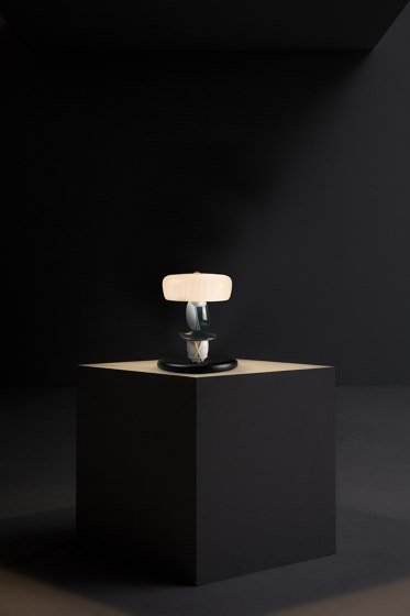 Hairstyle (I/U) Table Lamp (CE) by Lladró