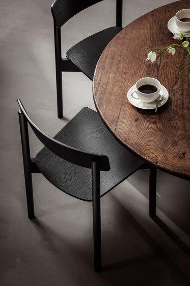 T01   Cross Chair Oak Black lacquer Black Leather Dunes von TAKT