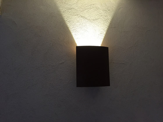 LED wall lamp | Trait de lune by LYX Luminaires