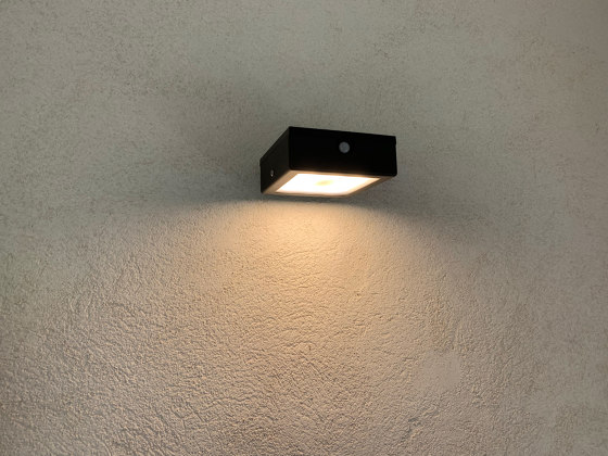 SOLAR wall lamp | APS 010 by LYX Luminaires