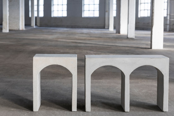 Roman Bench Double Concrete de Serax
