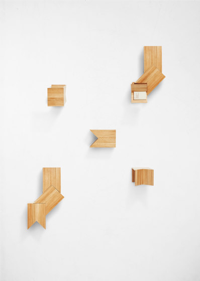 Peak Side Table de Derlot Editions