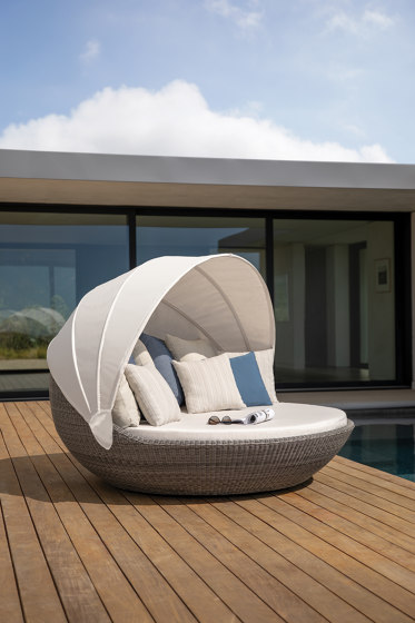 PIVOT SWIVEL DAYBED by JANUS et Cie