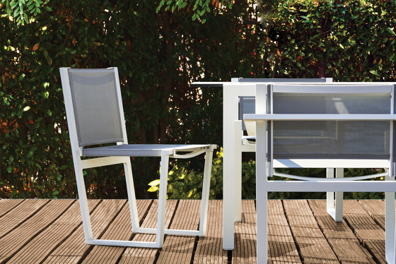 Pulvis Side Table de 10DEKA