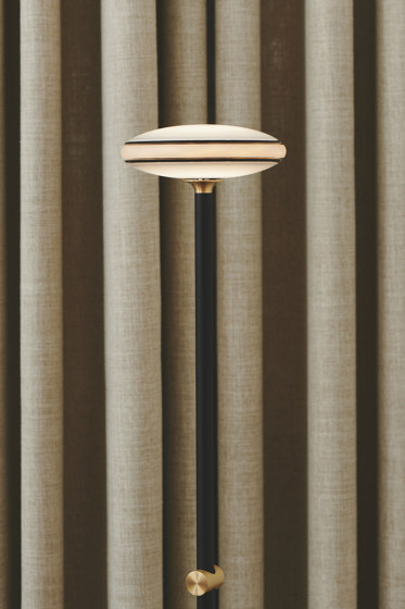 ØS1 Table Lamp - Fixed by Shade