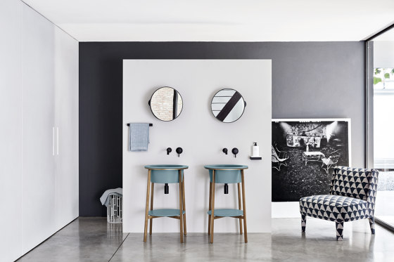 Catino mirror Oval mirror by Ceramica Cielo