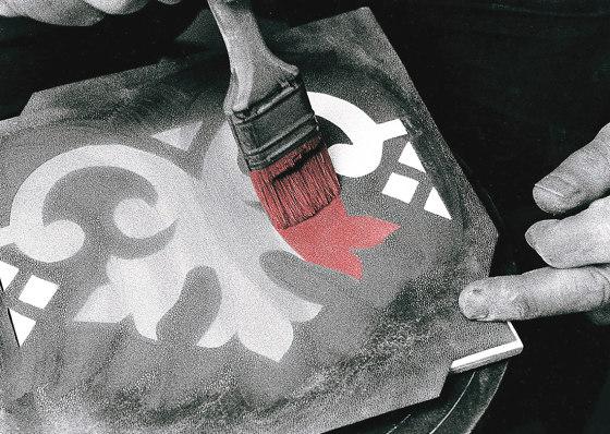 Fiori Scuri Pergolato Nero by Ceramica Francesco De Maio