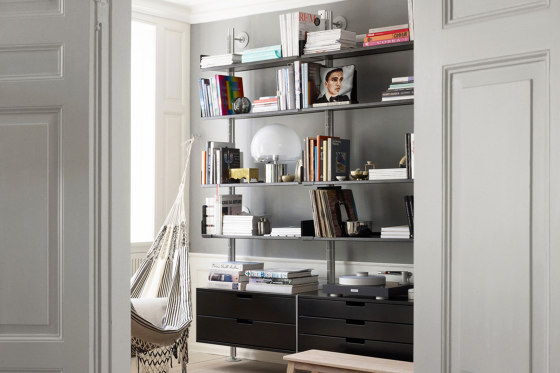 606 Universal Shelving System: Integrated desk table by Vitsoe