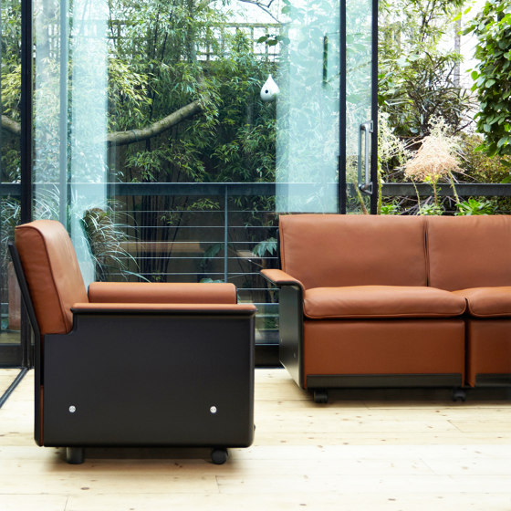 620 Chair Programme: Two seat sofa by Vitsoe