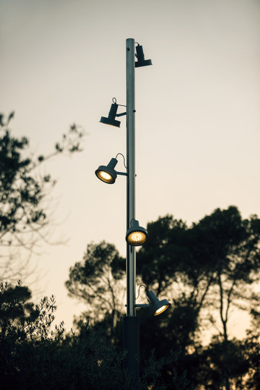 Arne direct lighting pole application by URBIDERMIS SANTA & COLE